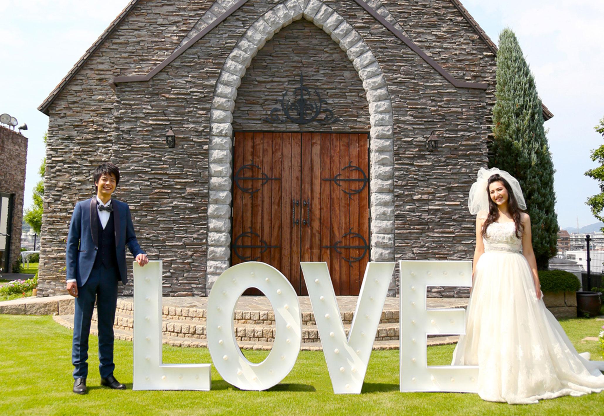ガーデンに囲まれた新郎新婦|愛媛県松山市の結婚式場ベルフォーレ松山