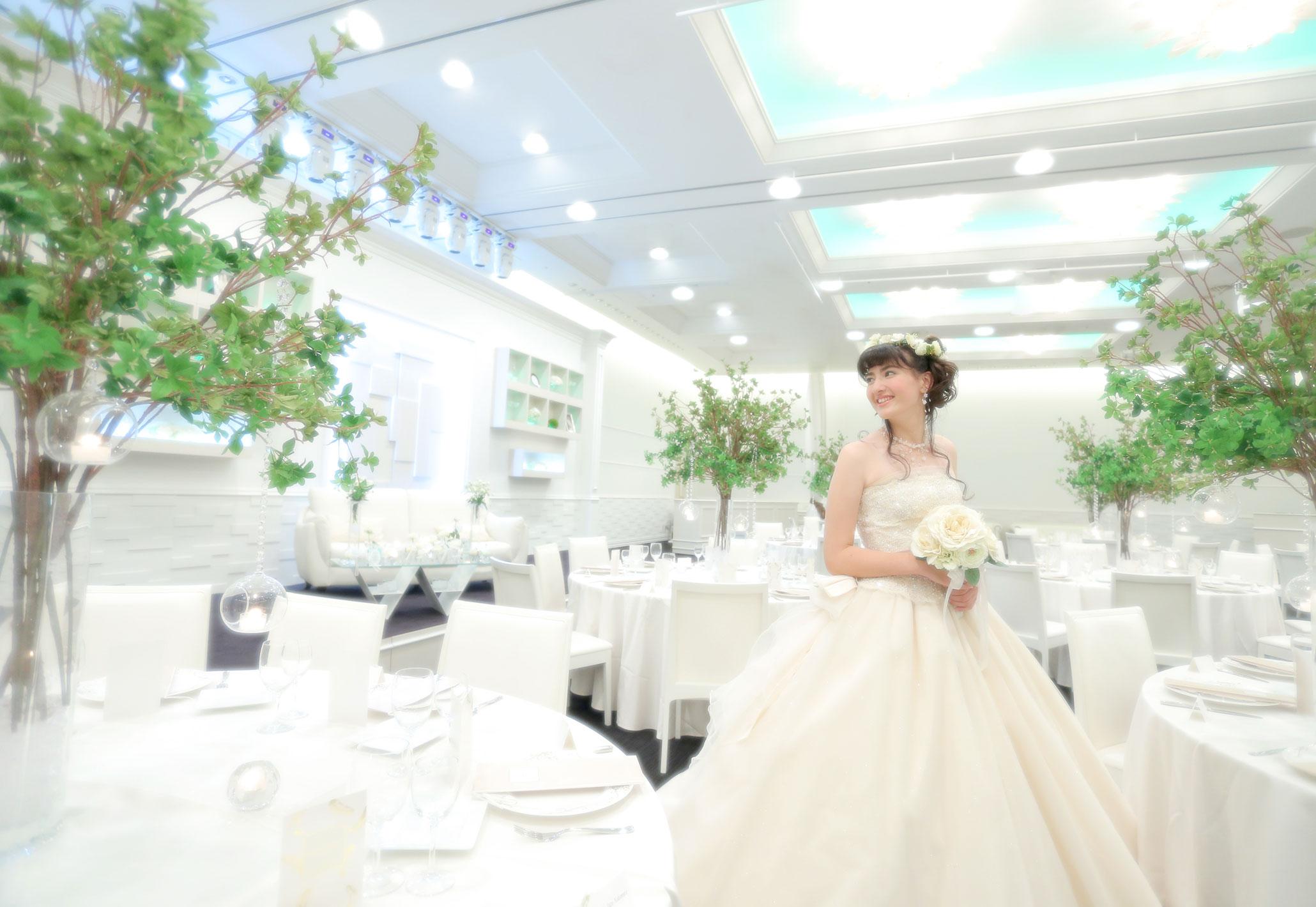 白を基調とする披露宴会場|愛媛県松山市の結婚式場ベルフォーレ松山